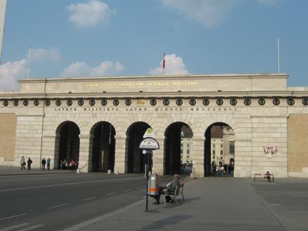 Бургтор - ворота в Хофбург