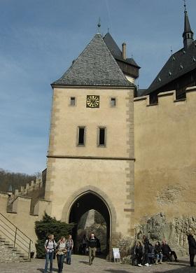 Вход в средневековый замок Карлштейн