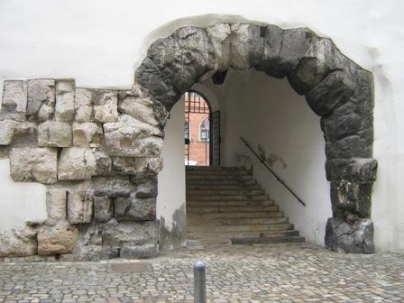 Вход в Porta Praetoria