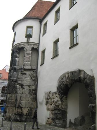 Древнеримские ворота. Porta Praetoria