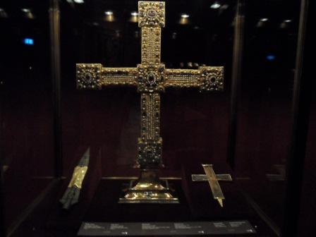 Имперский крест и Копьё судьбы