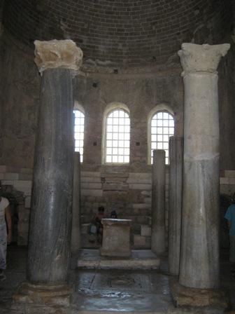 Колонны внутри храма св. Николая Чудотоворца