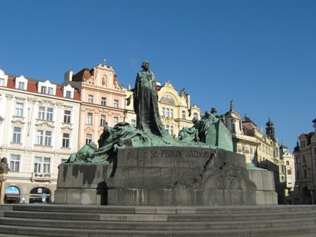 Староместская площадь. Памятник магистру Яну Гусу